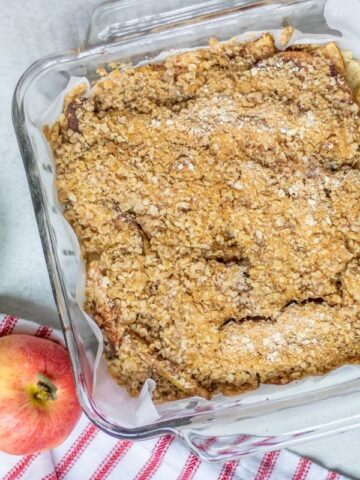 Pan with Apple Crisp Bars next to apples