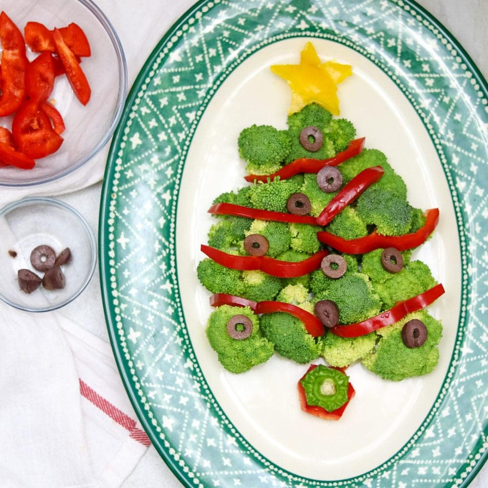 Healthy Broccoli Christmas Tree: Veggie Platter shaped like a christmas tree using broccoli, peppers and ollives.