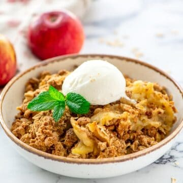 Old Fashioned Easy Apple Crisp Recipe with oats and modifications for an apple crisp topping without oats.