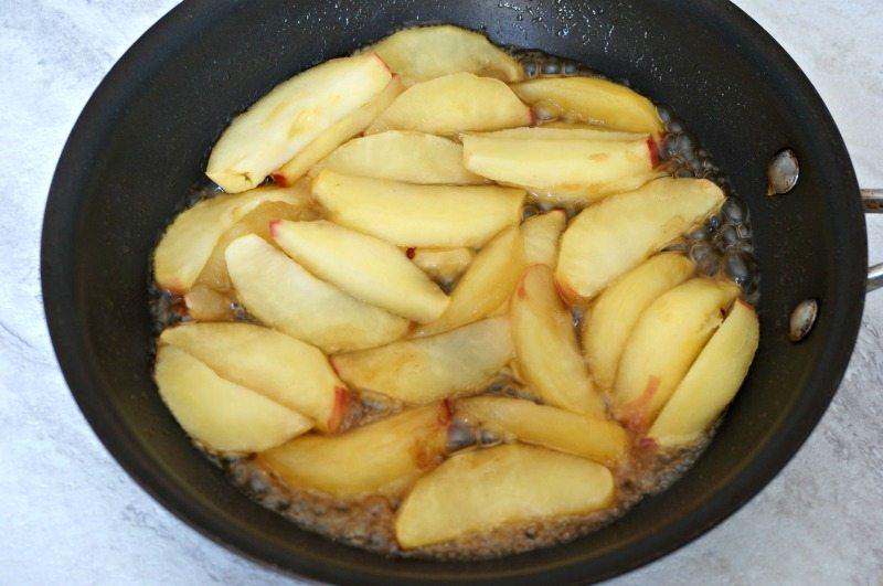 caramelizing-apples