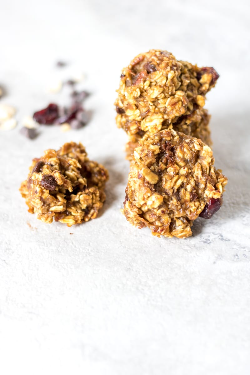 Vegan Chocolate Chip Oatmeal Cookies: Wholesome ingredients come together simply to create a decadent tasting cookie that guilt-free. Vegan. Naturally-Sweetened. Gluten-Free.