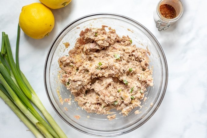 Mixture for Tuna cakes in clear bowl