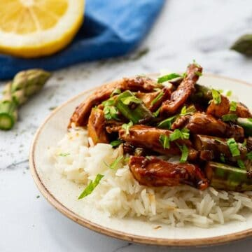 Chicken with Asapargus and stir fry sauce served on white rice