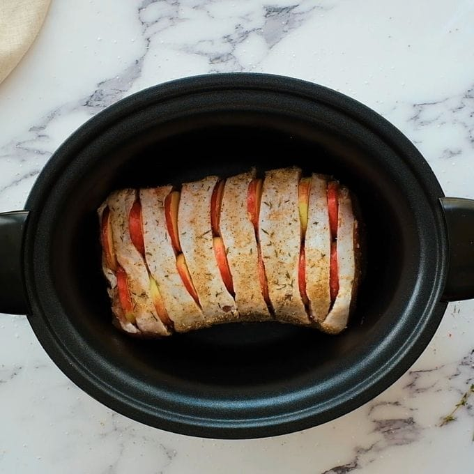 Slow Cooker with Pork Roast and Apples.