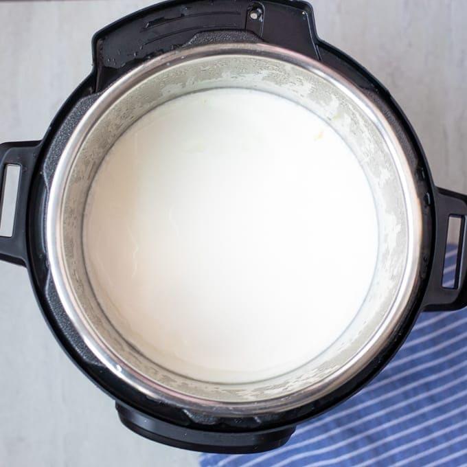 Thickened cold start yogurt in pressure cooker
